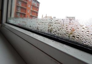 Причина конденсата на пластиковых окнах